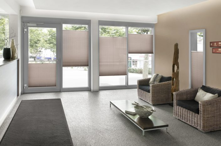 Plissee Wohnzimmer   Sonnenschutz Hermes Bodenbelage Heimtextilien